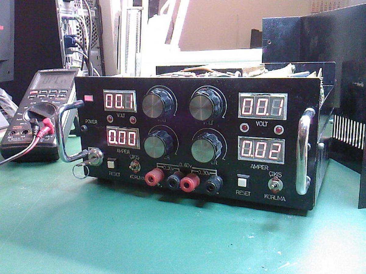 Eletrônica Epaulino: Fonte com Controle de Tensão e Amperagem #3D8A8E 1200x900
