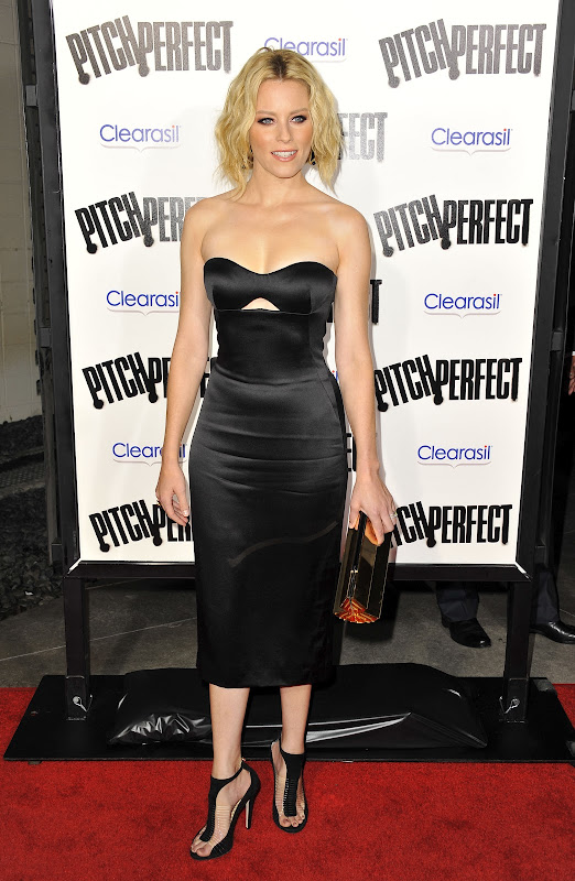 Elizabeth Banks attends Pitch Perfect LA Premiere