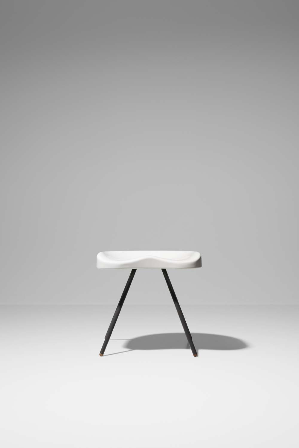 Lausnotebook prouv raw a new look on jean prouv by g star raw for vitra - Tabouret jean prouve ...