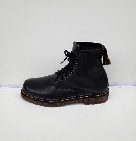 Sepatu Dr Martens hitam,sepatu boots,sepatu tinggi