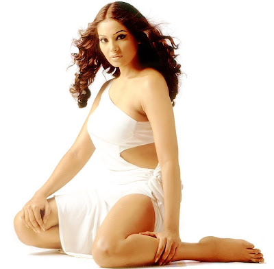 Bipasha Basu Glamorous Wallpapers body