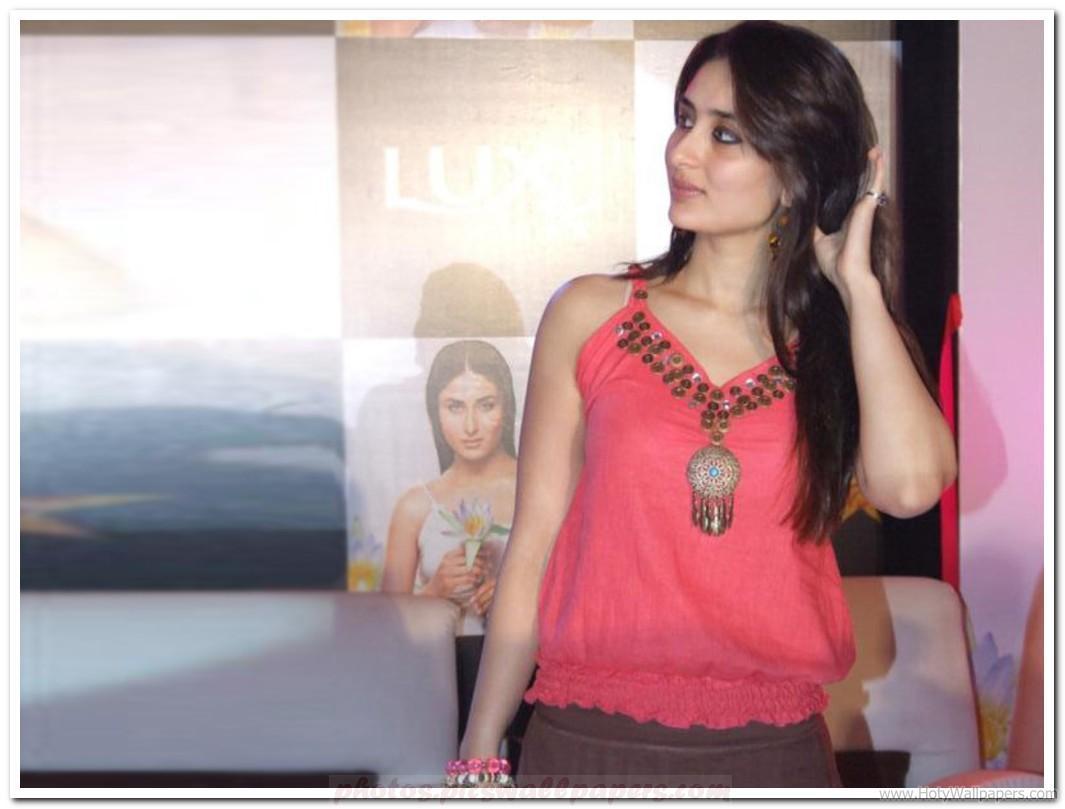 http://4.bp.blogspot.com/-mfTb-gYzklg/TwsCm39HwOI/AAAAAAAADhM/0jaL1kI0osw/s1600/Kareena_Kapoor_in_Movie_Ek_Main_Aur_Ekk_Tu_Wallpaper.jpg