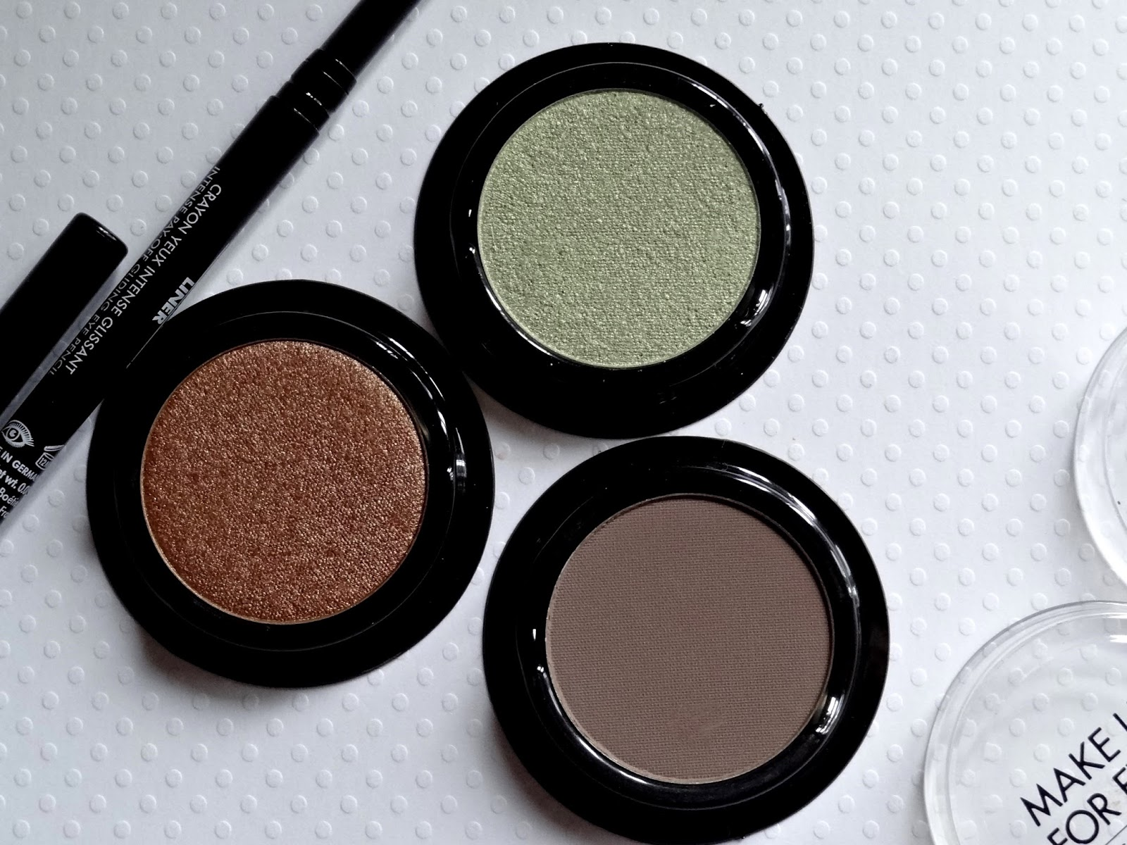 make up for ever artist eyeshadows in i662, m558, i330