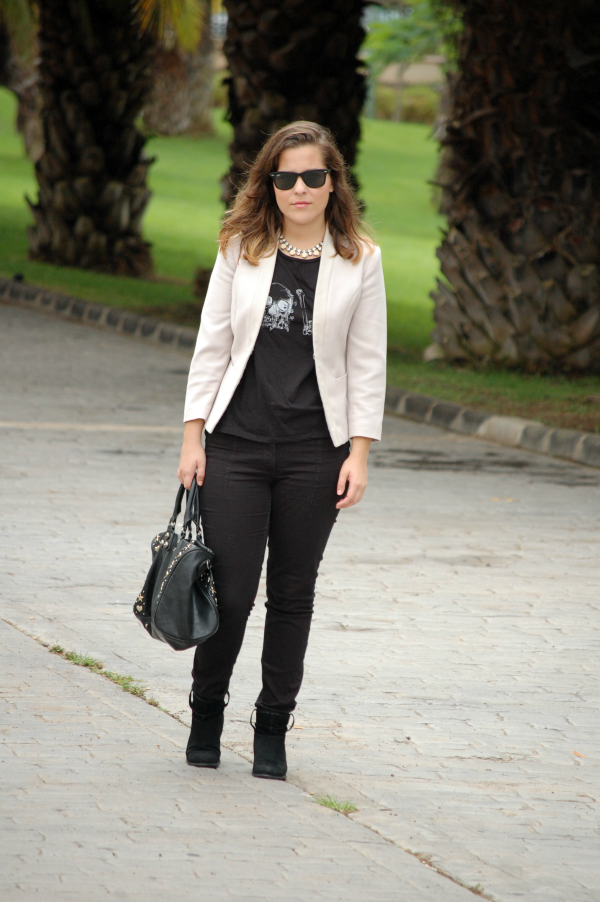 look_outfit_blazer_blanco_negro_collar_pedrería_nudelolablog_01