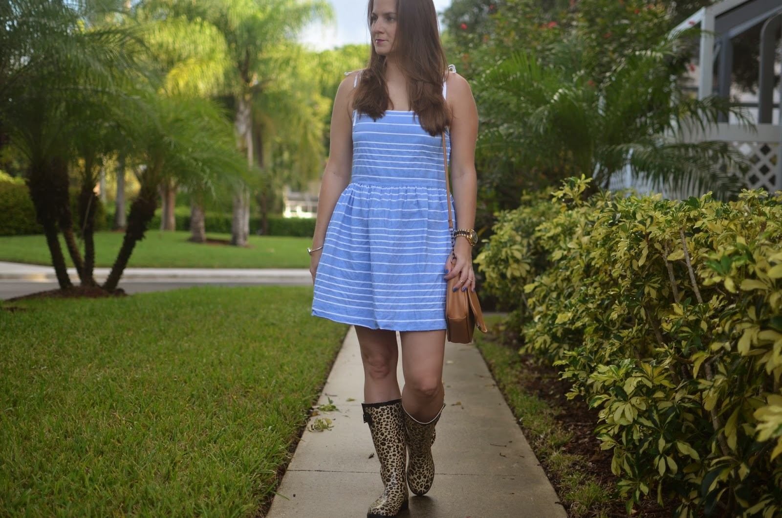 Stripped dress - rain boots - #poshfind - Emma & Sophia - Gap