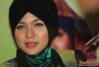 Vicky Shu berjilbab