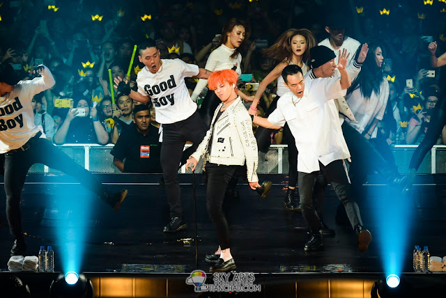 G-Dragon and the awesome dancer team