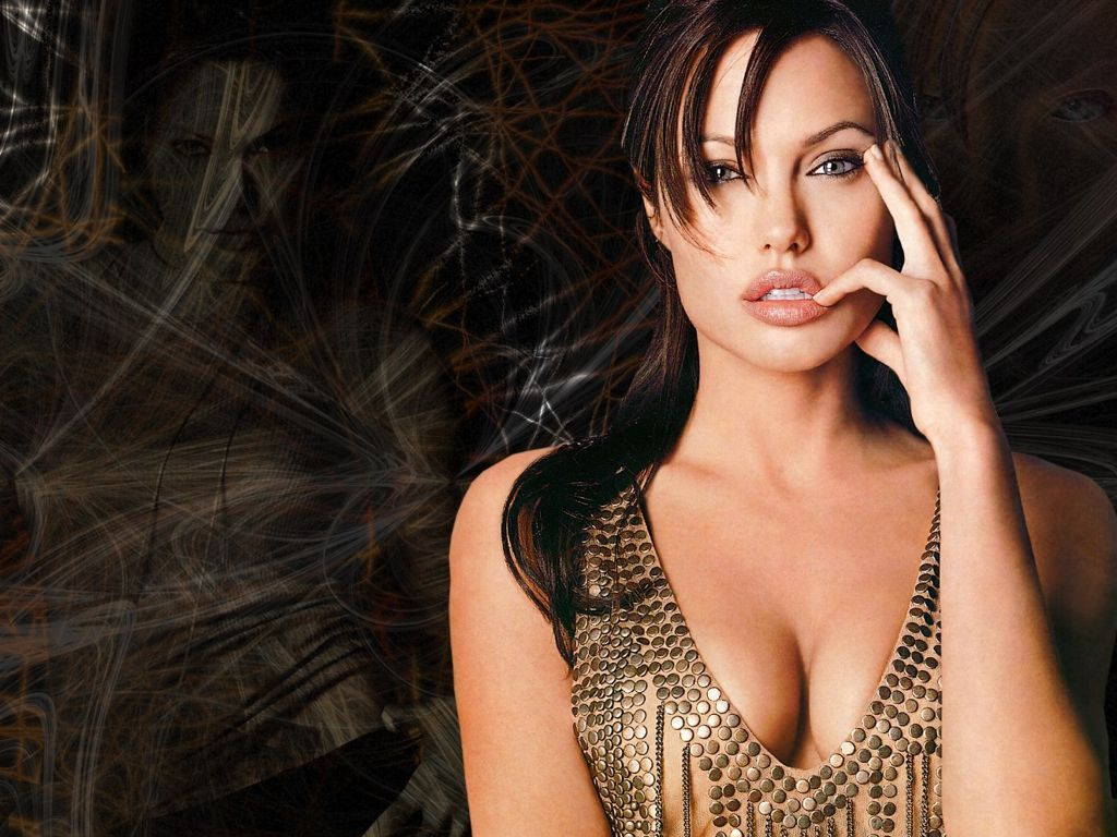 Wallpapers Angelina Jolie tomando las armas - DESCRIBID
