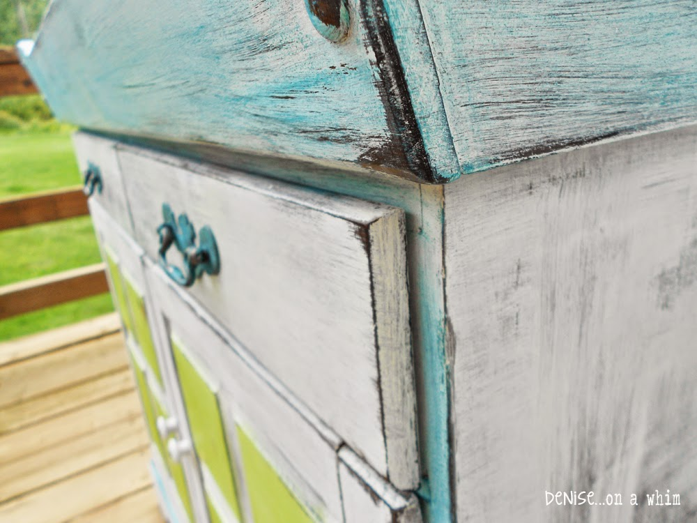 Distressing unwaxed chalk paint with a wet rag is very easy and effective / Denise On a Whim