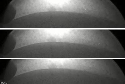 Curiosity Mars photos showing a UFO