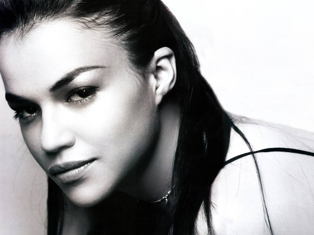 http://4.bp.blogspot.com/-mgnMzNGRThk/TblZ1Tn7L0I/AAAAAAAAAe8/c-k-Lov_kNs/s1600/Michelle_Rodriguez_012.jpg