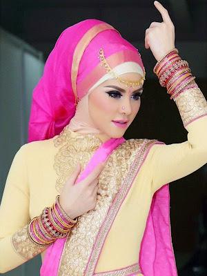 Foto Angel Lelga Mengenakan Baju Kebaya Pengantin Muslim Amy Atmanto