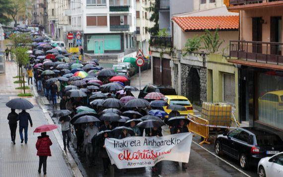 Manifestazio jendetsua Azpeitian, Errazkin eta Intxaurrandietari elkartasuna adierazteko