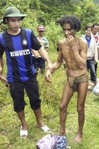 padre e hijo viven en la selva