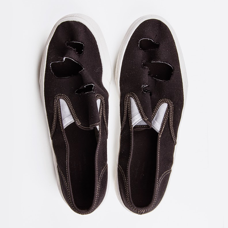 http://www.number3store.com/holes-cotton-slip-on-sneakers/1816/