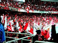 浦和ゴール裏Lフラッグ。2004 サントリーチャンピオンシップ 第1戦 横浜 F・マリノス対浦和レッズ