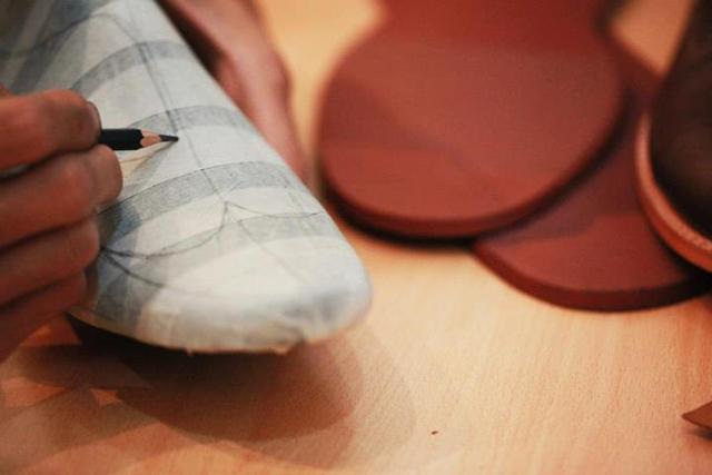 ... foto proses pembuatan sepatu yang dimulai dari awal hingga akhir