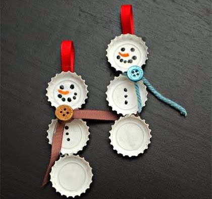 Adorno para tu árbol de navidad con chapas recicladas