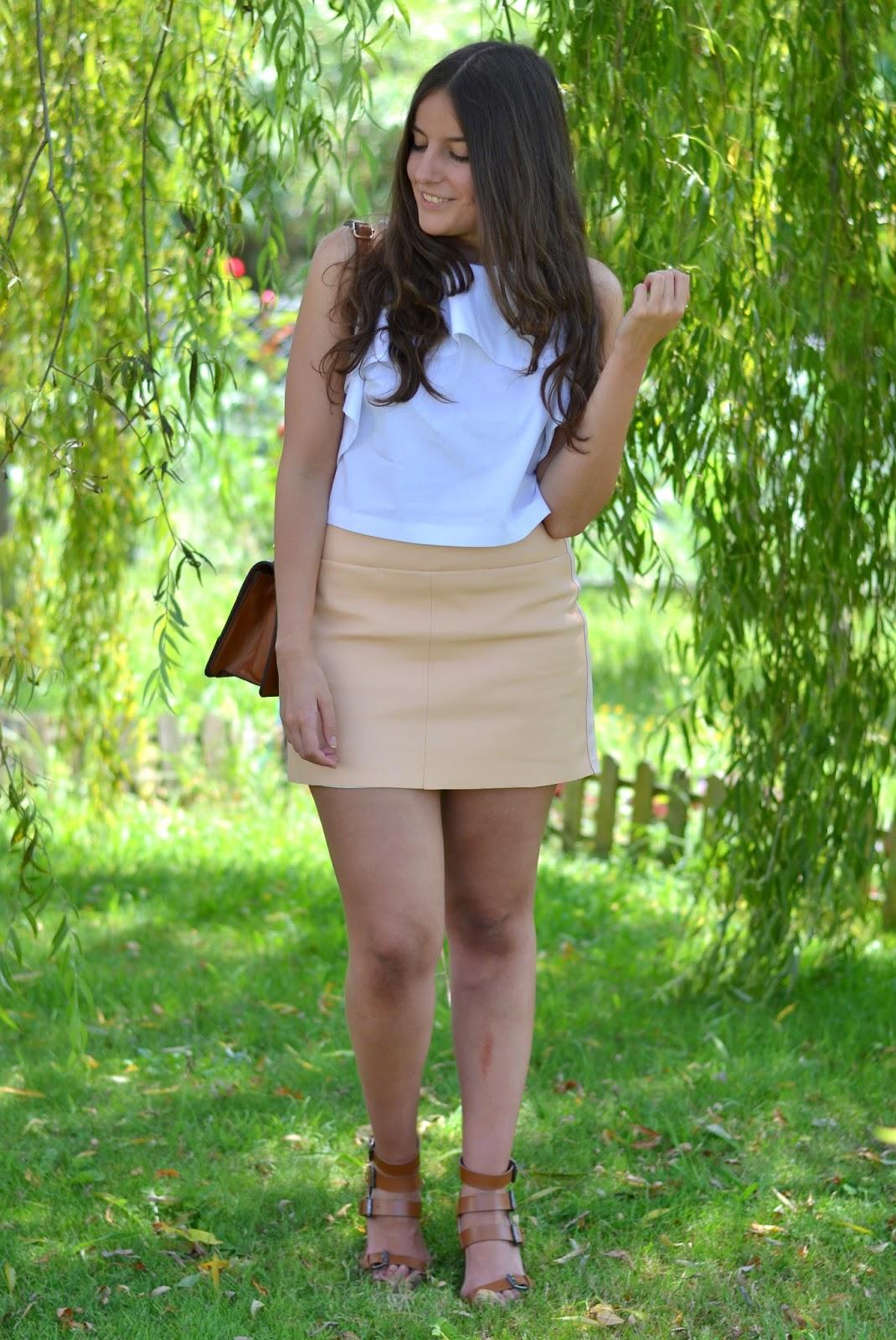 falda melocotón polipel zara, sandalias bolso camel, top blanco