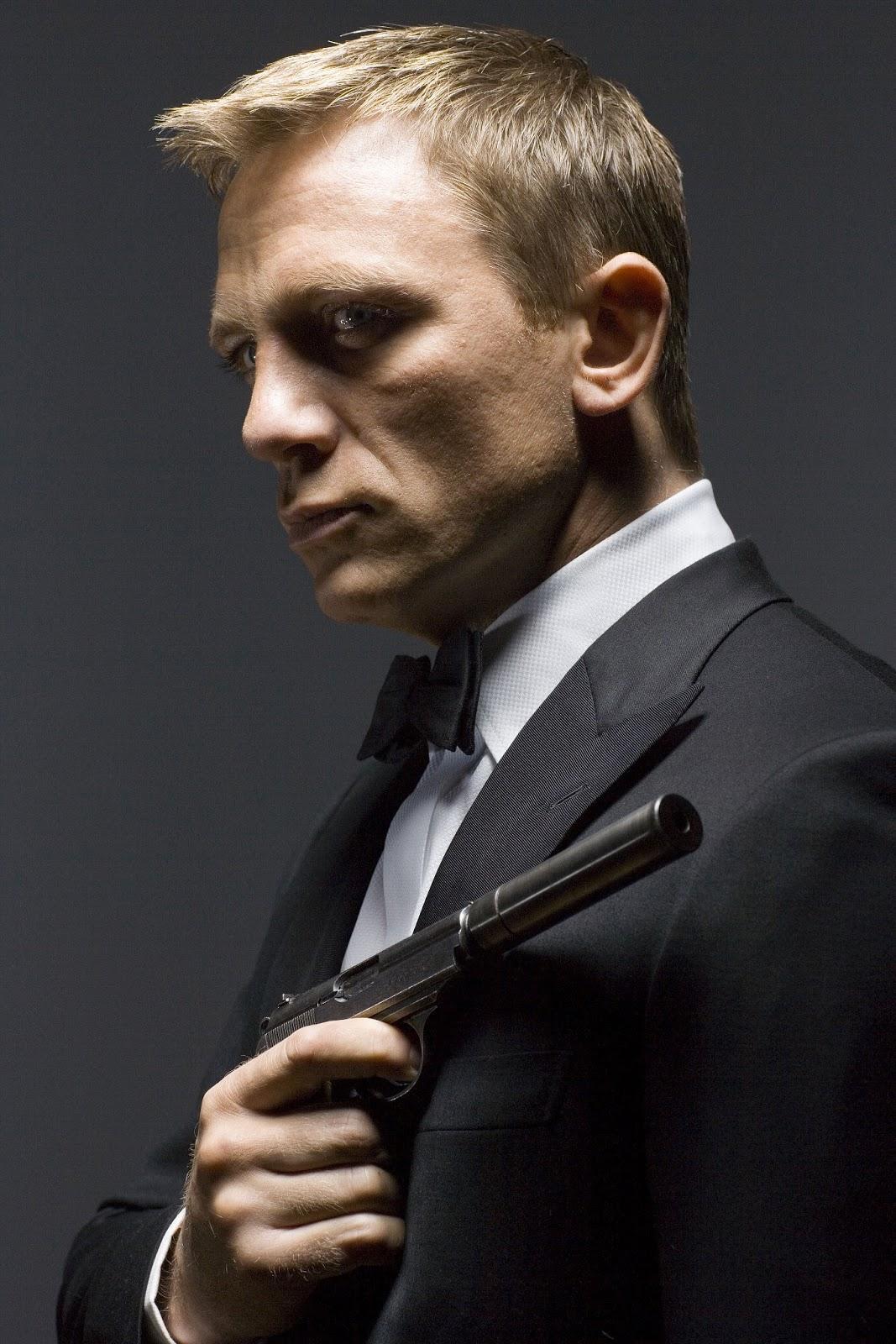http://4.bp.blogspot.com/-miydU9w_l0I/UKGeuEzhBQI/AAAAAAAAAFU/c7JTWGMNNEo/s1600/daniel-craig-as-james-bond.jpg