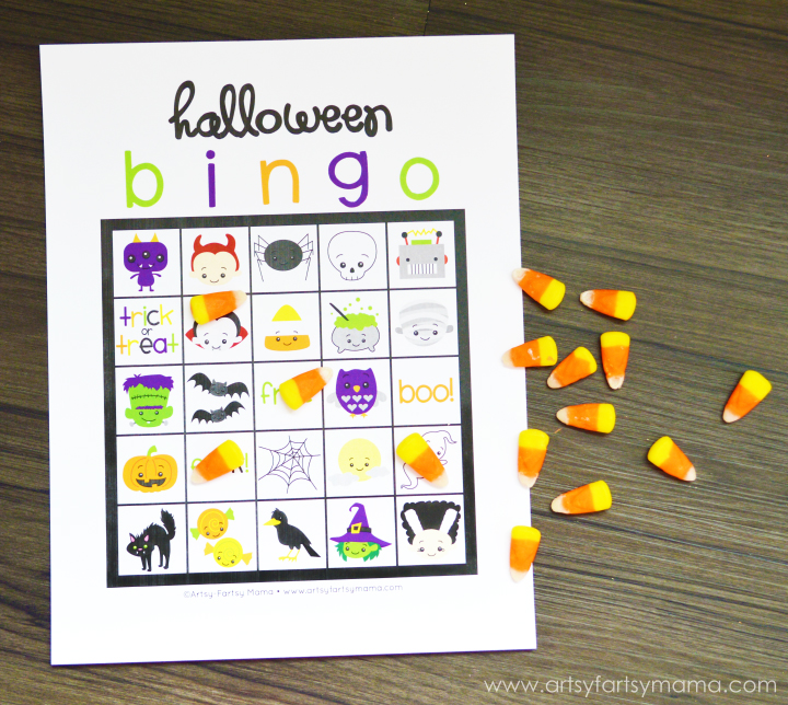 Free Printable Halloween Bingo at artsyfartsymama.com #Halloween #HalloweenGame #bingo