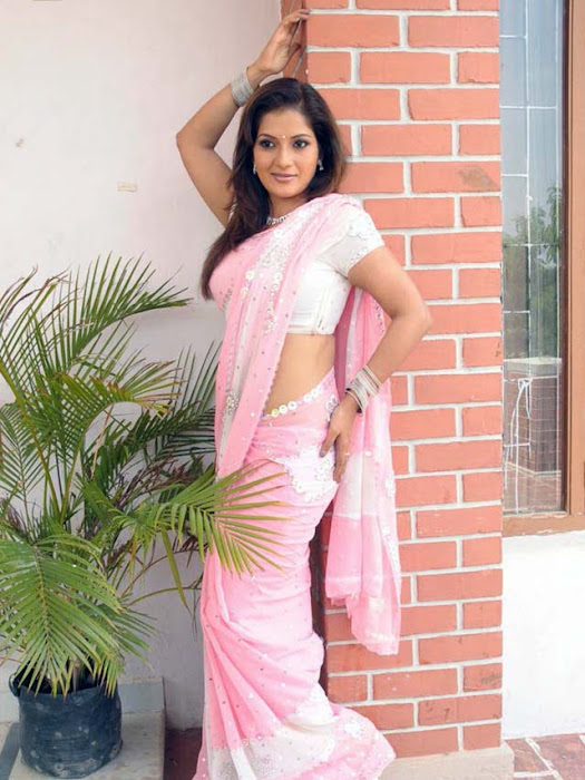 ruthika in saree unseen pics