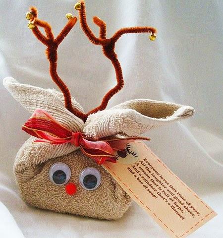 Идея за опаковка на коледен подарък за момиче Еленче от хавлиена кърпа