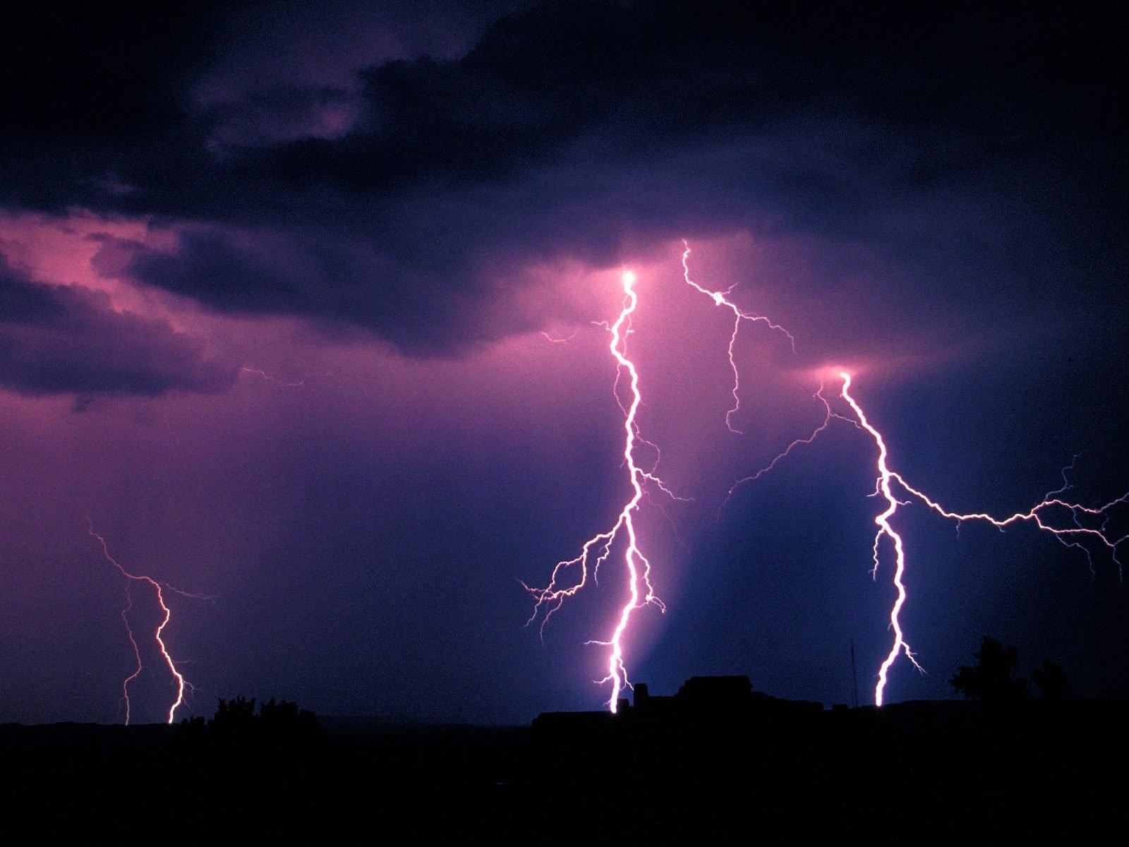 http://4.bp.blogspot.com/-mkOqL_klyb0/TZkETGlgSvI/AAAAAAAAAVY/qaNskFROCrY/s1600/Lightning_Storm_Arizona_8102_1600_1200.jpg