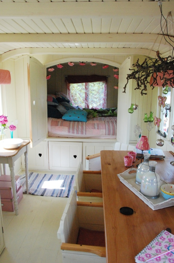 Ever so pretty caravan interiors happy loves rosie for Interior caravan designs
