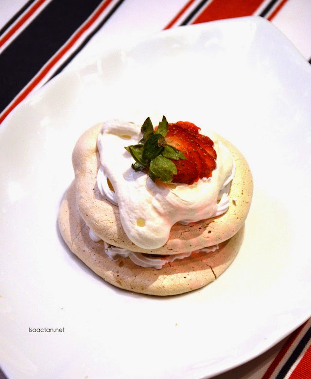 Strawberry Meringue - RM9.90