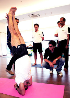 Shahrukh khan at parna yoga centre in pune