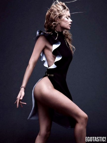 Doutzen Kroes Supe Hot Shoot i Vogue Germany March 2013