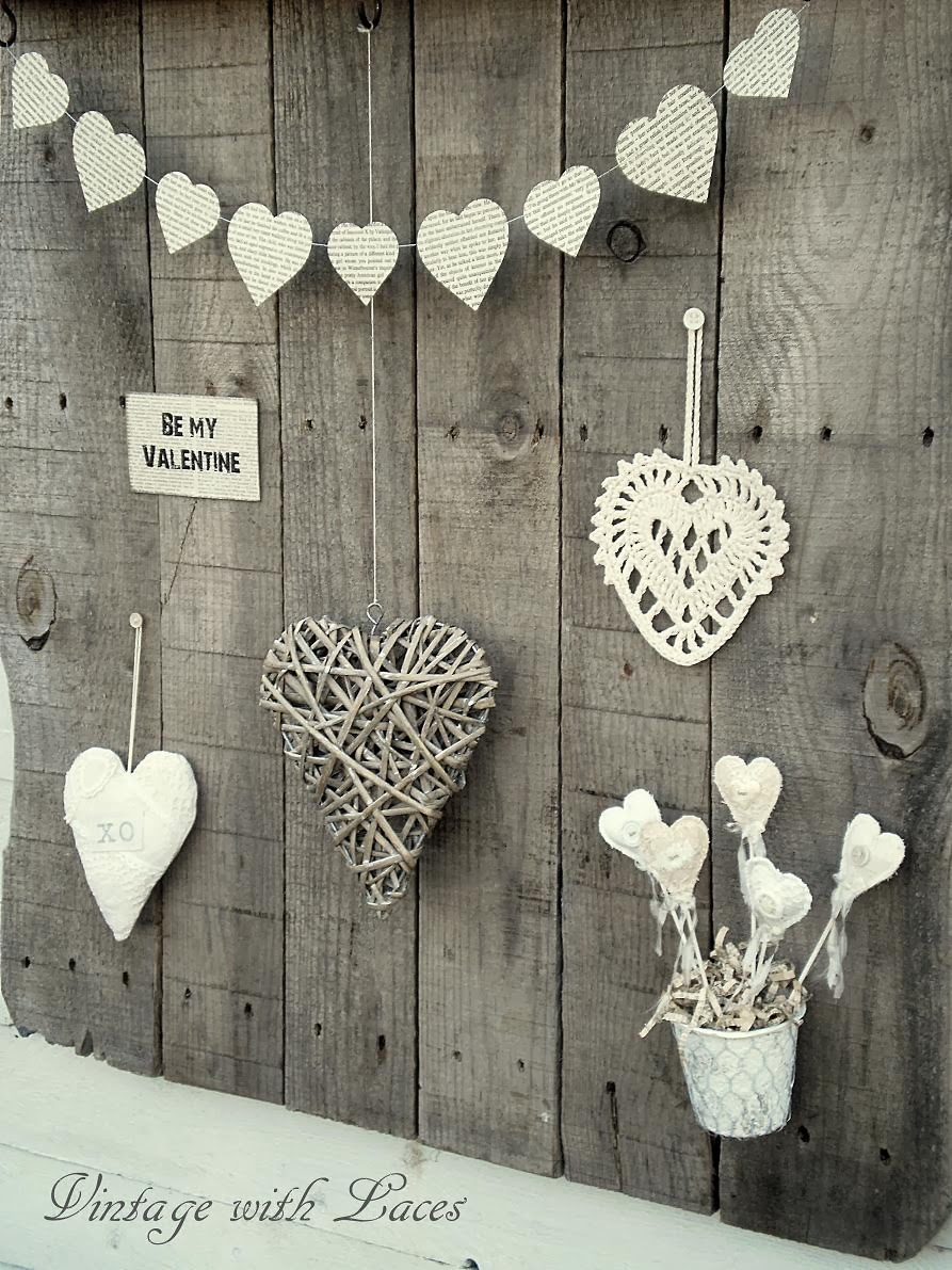 Pallet Wood Rack with Hearts