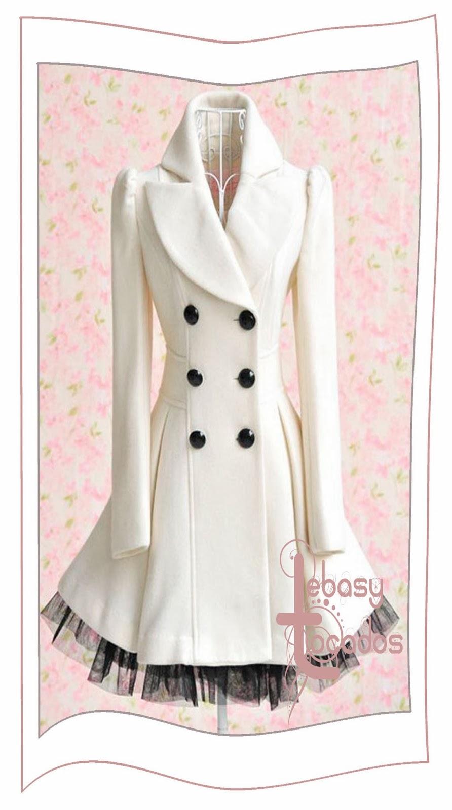 Abrigo blanco y negro perfecto para eventos y actos especiales
