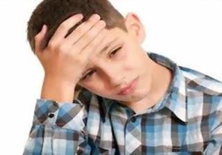كيف تساعدين طفلك على التخلص من القلق التوتر - الصداع الارهاق التعب طفل الطفولة