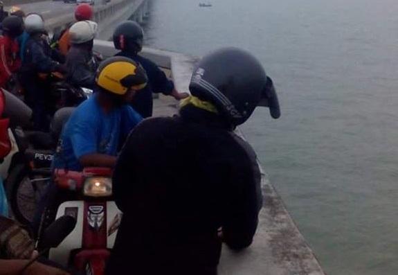 Terjun Dari Jambatan Pulau Pinang