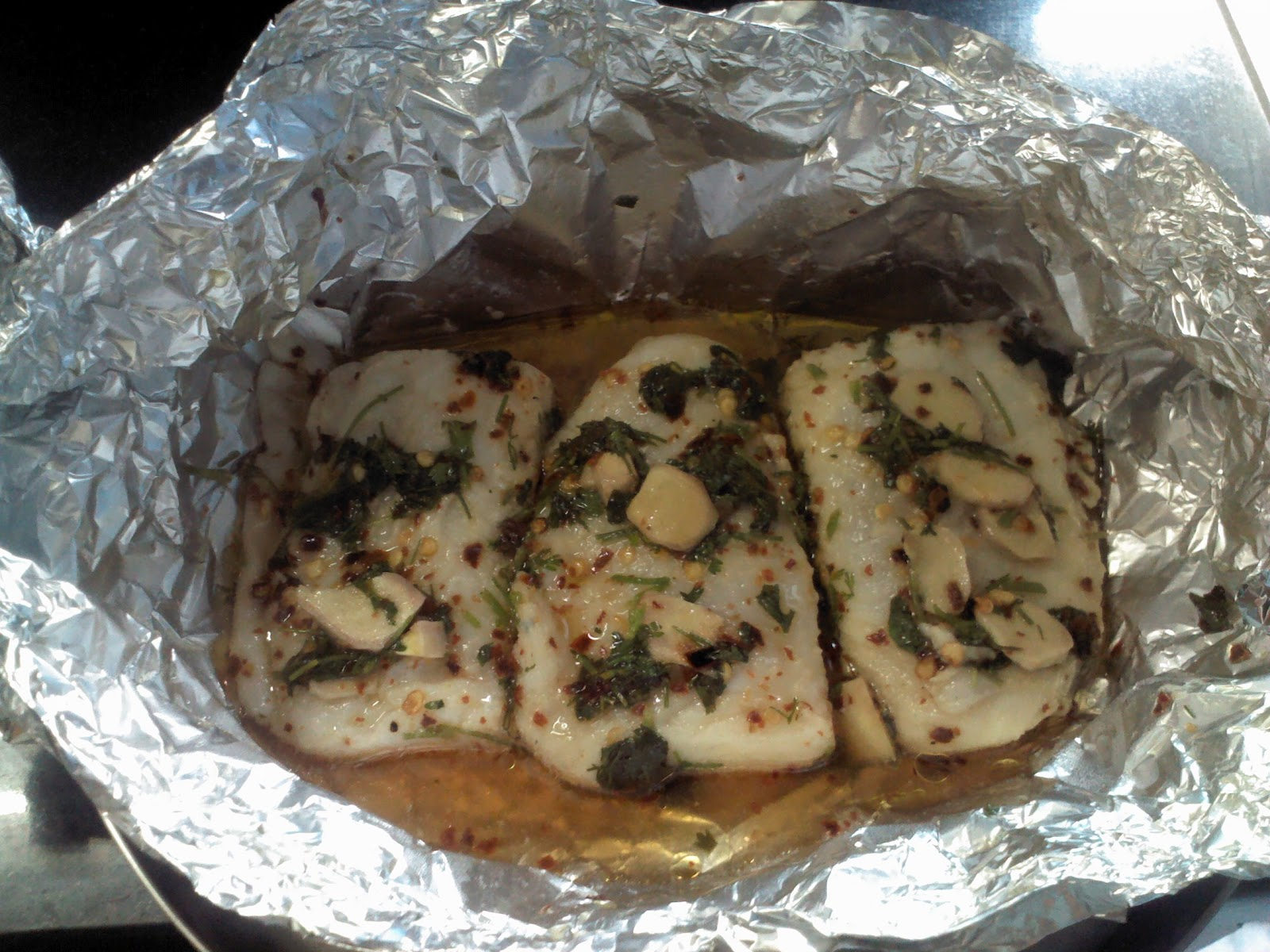 Nimmy 39 s kitchen fish baked in foil for Fish in foil in oven