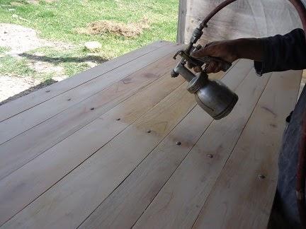 Muebles domoticos movimiento correcto de la pistola para for Barnizado de muebles a pistola