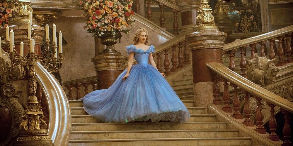 Lily James em CINDERELA (Cinderella)
