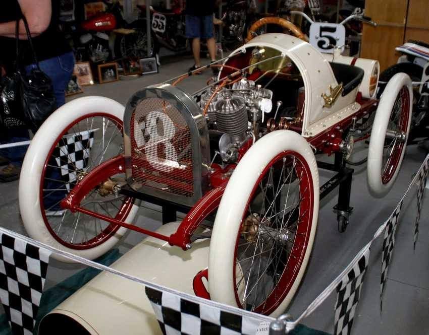 Qu'est-ce qui, en 1928/29 avait quatre roues, un bicylindres en V ou 4 en ligne... 10269395_10152644769924306_8758438452611975982_n