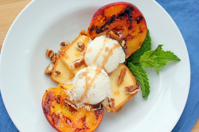 Mouthwatering summer grilled peaches with pound cake and vanilla ice cream | Recipe by chelsa-bea.com #MyPicknSave #shop