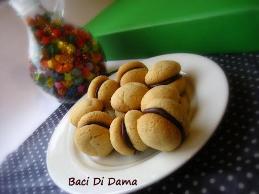 ... Montana: Italian Almond Butter Cookies... Baci Di Dama(Ladies' Kisses