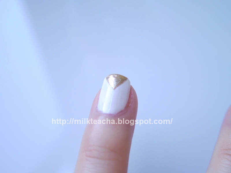Fall Nail Design: The Earth ring finger