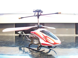 Gyro Zoomer Mini R/C Helicopter front view