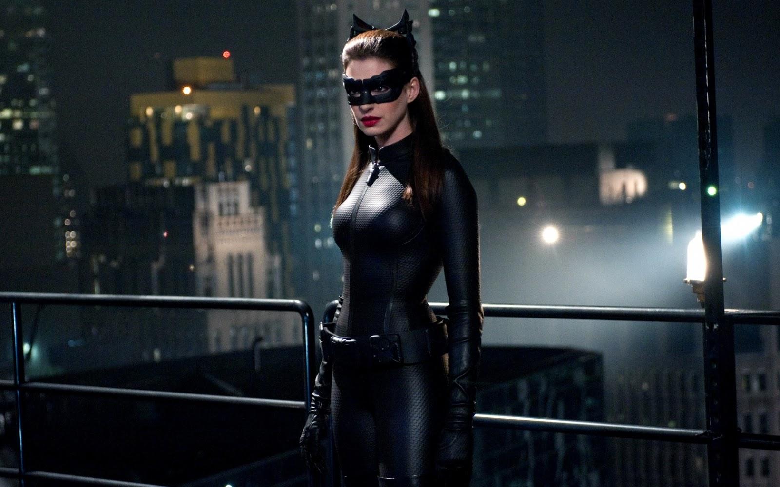 http://4.bp.blogspot.com/-mnEjPd0zVhg/UNXTYkyOtnI/AAAAAAAAAuo/ZLIxVlMWJgY/s1600/anne_hathaway_catwoman_dark_knight_rises-1680x1050.jpg