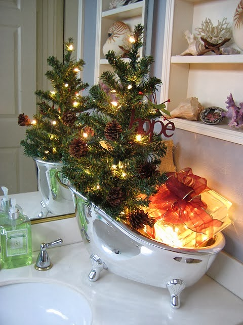 Shabby in love bathroom decorating ideas for christmas for Bathroom xmas decor