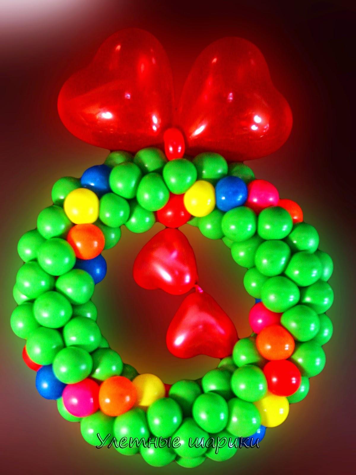 Новогодний венок из воздушных шариков