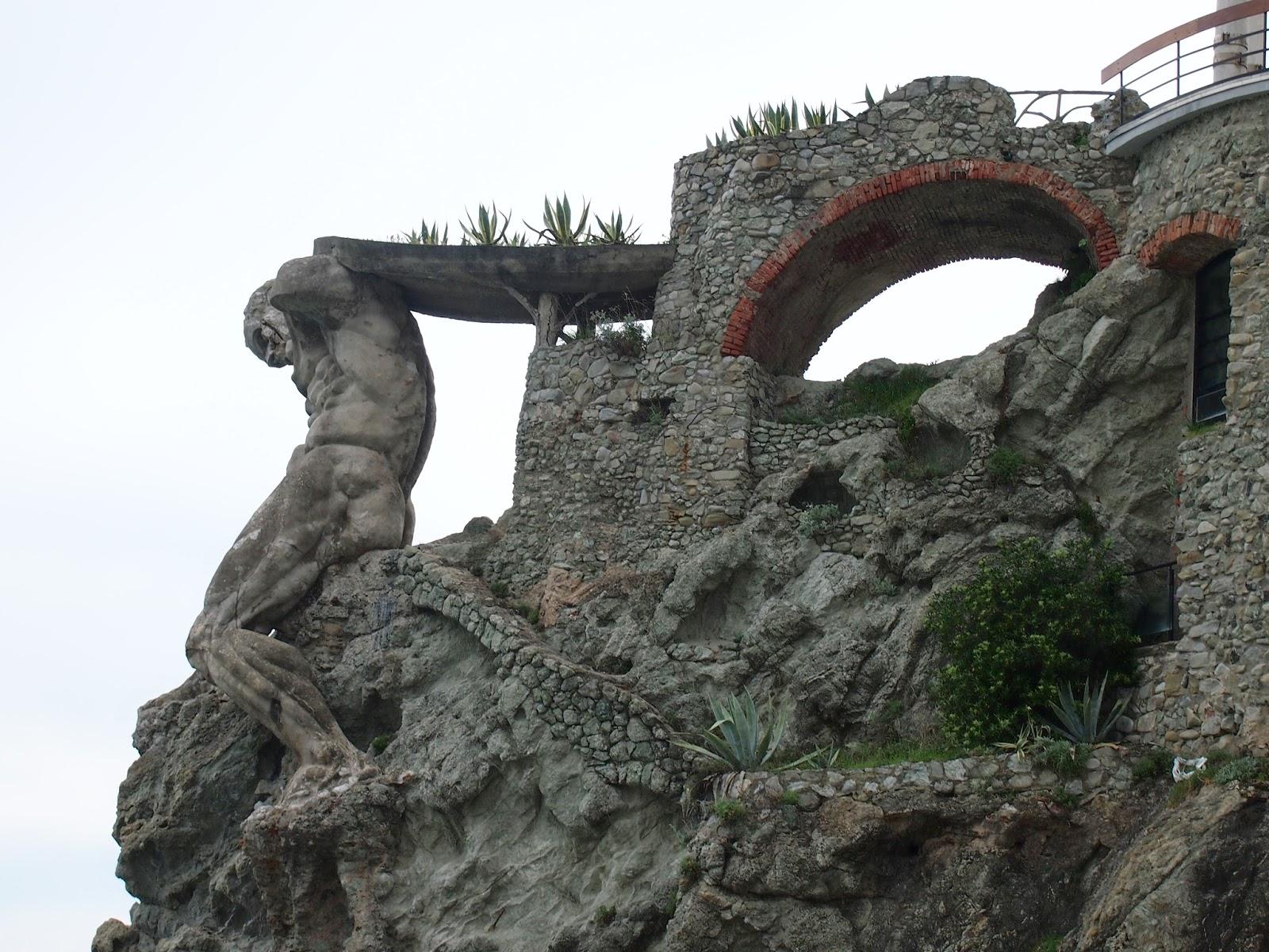 man statue in monterosso