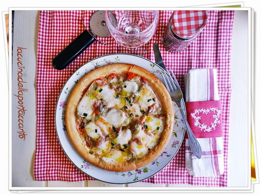pizza delicata con paté di cuori di carciofo, senza glutine e senza lattosio / pizza delicate pâté with artichoke hearts, gluten-free and lactose-free