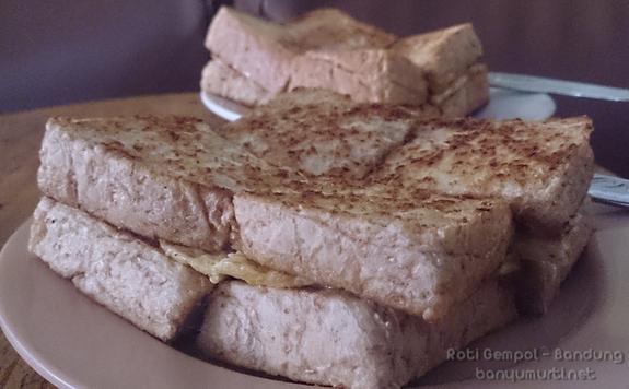Kuliner Bandung - Roti Gempol